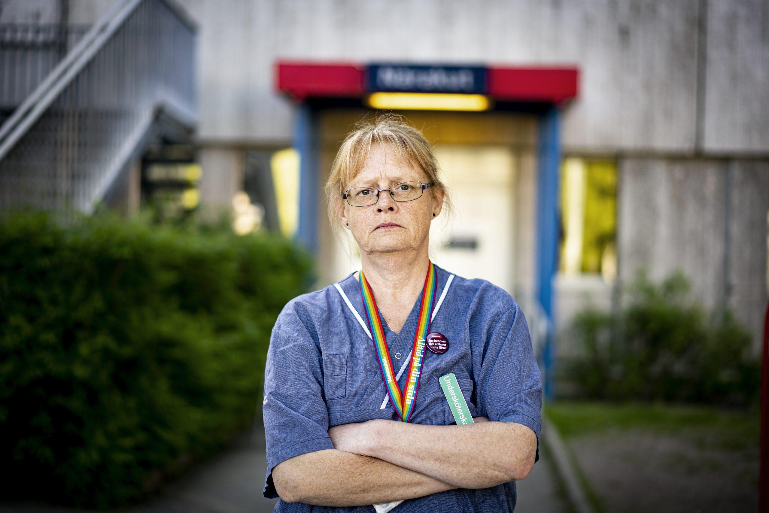 Bild på undersköterska med korslagda armar